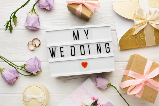 私の結婚式のハートマークと花
