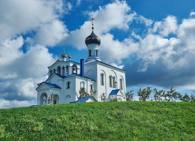 Город-курорт мядель минской области беларуси. церковь святой троицы.