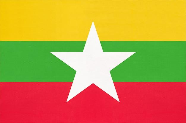 미얀마 국가 패브릭 플래그, 섬유 배경입니다. 아시아 세계 국가의 상징.
