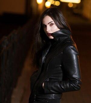 不思議な美少女。街を散歩。