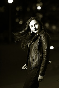 Mysterious beautiful girl. a walk through the city.