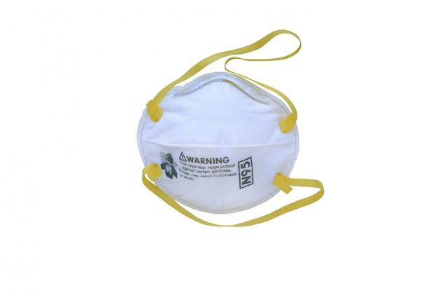 白い背景で隔離された呼吸保護のための人工呼吸器マスクタイプn95。