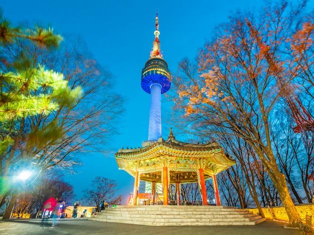 Красивая архитектура здания n сеульская башня