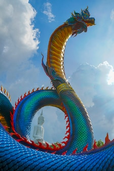 Mukdahan 지방 태국에서 나가 동상입니다.