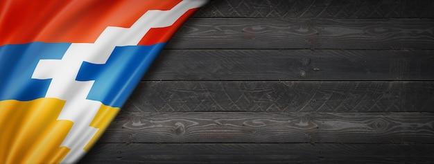 검은 나무 벽에 나고 르노-카라 바흐 플래그입니다. 수평 파노라마 배너.