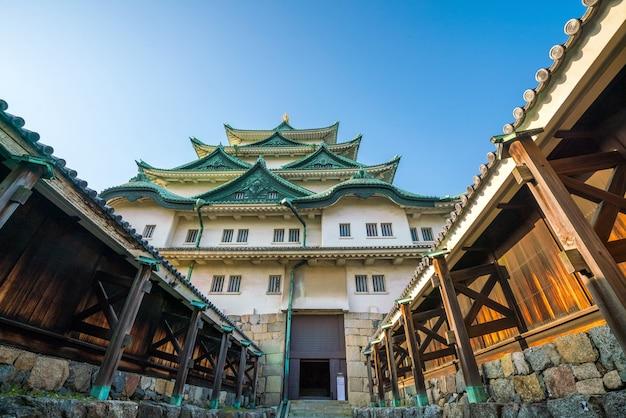 青い空と日本の名古屋城