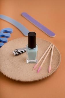 Концепция ухода за ногтями с высоким углом лака для ногтей
