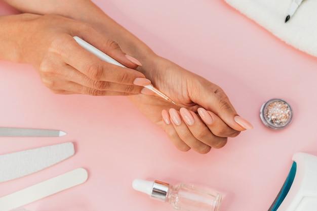 Igiene e cura delle unghie vista dall'alto
