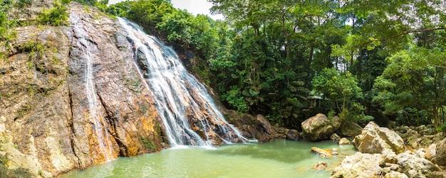 Водопад намуанг на острове самуи, таиланд