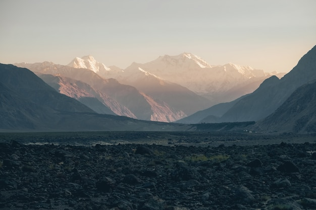 Пик нанга парбат или гора убийца в гималаях во время заката.