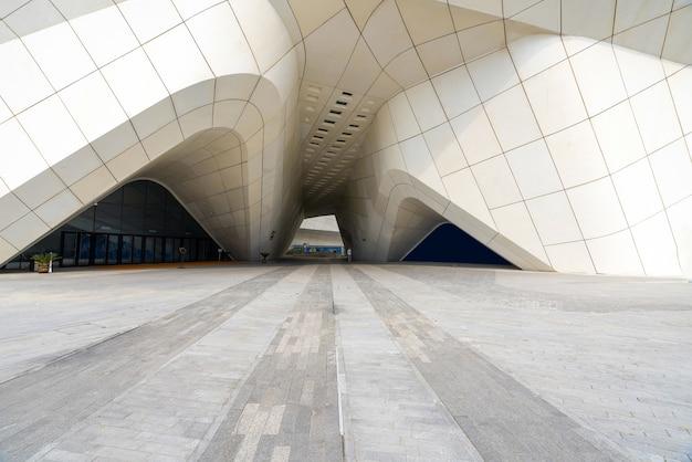 중국 장쑤성 난징-2020 년 9 월 25 일 : 난징 국제 청소년 문화 센터의 건축 특징