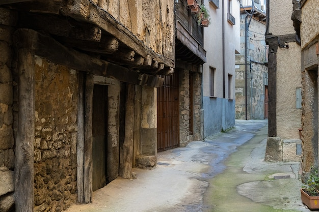 Narrow alley in the town of san martin del castanar. spain
