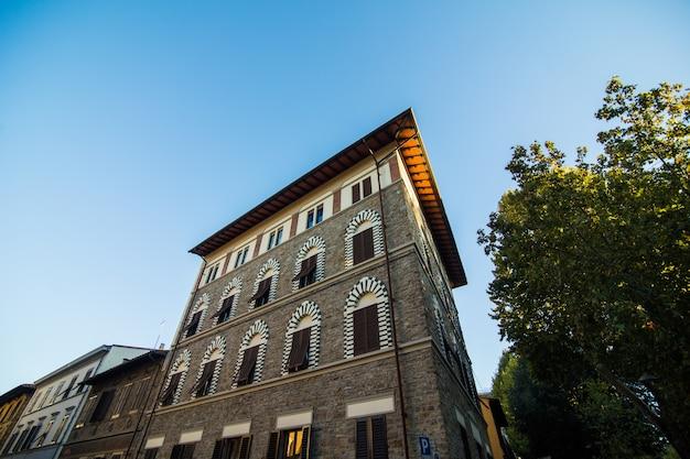 イタリア、トスカーナ、フィレンツェの狭い通り。フィレンツェの建築とランドマーク。居心地の良いフィレンツェの街並み