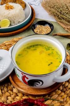 Наси сото аям или сото медан - традиционный куриный суп с рисом из медана на северной суматре.