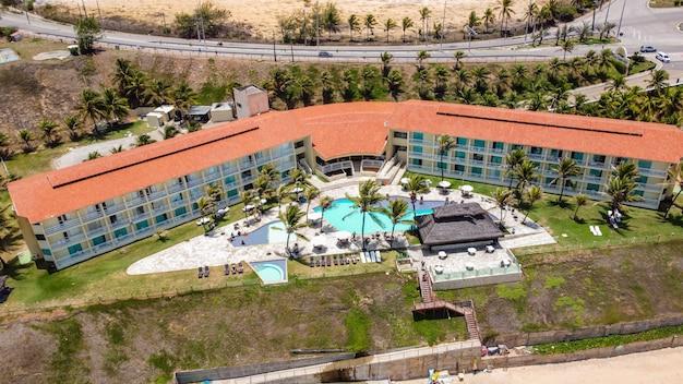 Натал, риу-гранди-ду-норти, бразилия - 12 марта 2021 года: аэрофотоснимок отеля aram praia marina