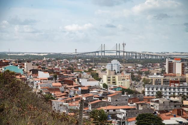 Натал, риу-гранди-ду-норти, бразилия - 12 марта 2021 года: красивый аэрофотоснимок города натал, риу-гранди-ду-норти, бразилия.