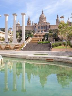 Национальный художественный музей и фонтан каталонии, барселона, испания