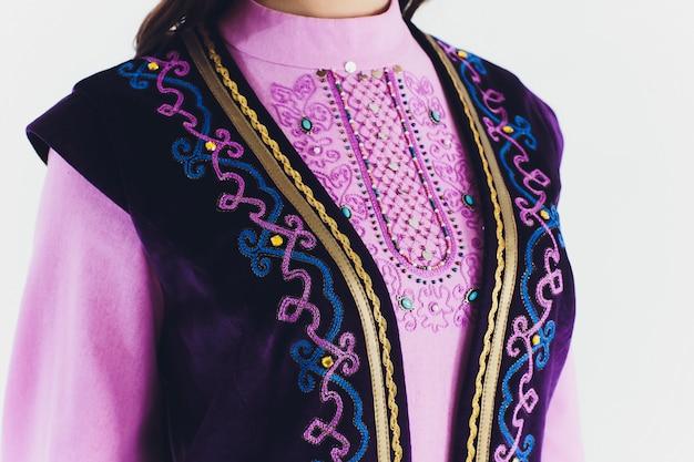 国立バシキールの衣装。ロシアの人々。ホワイトスタジオのタタール語。