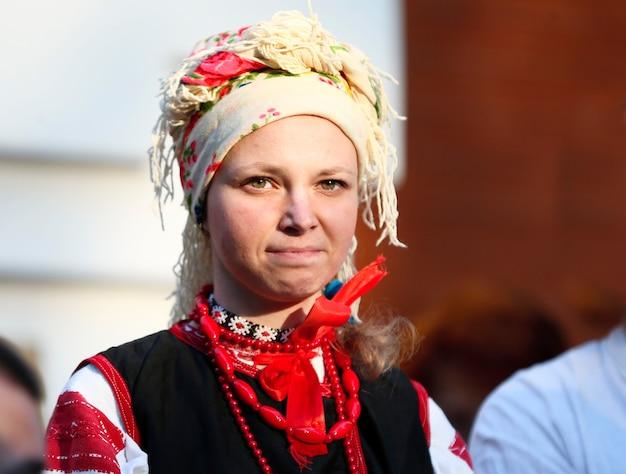 Национальный белорусский костюм. портрет белоруса. славянин