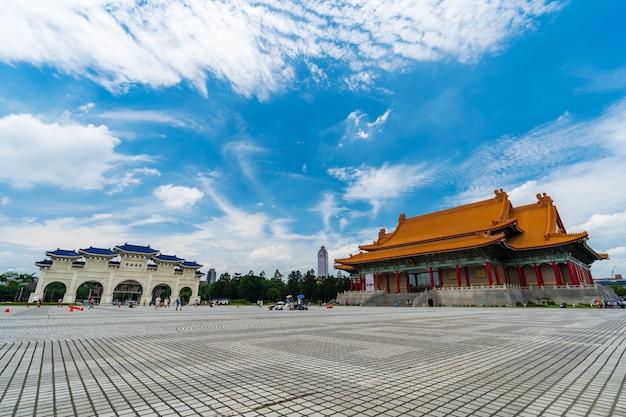 대만 타이페이의 장개석 기념관 국립 콘서트 홀과 리버티 스퀘어 정문