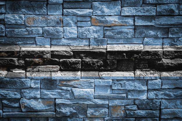 石の壁の背景にボツワナの国旗。