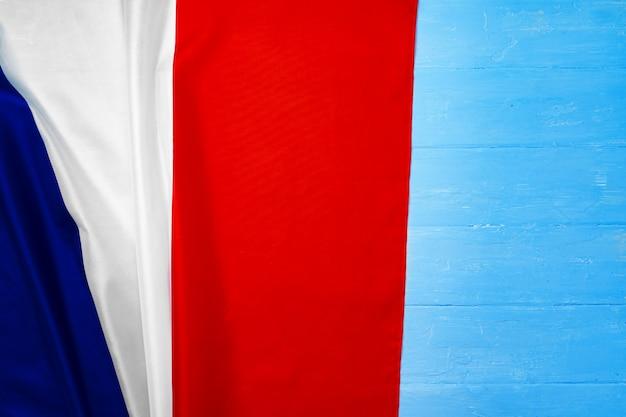 나무 bakground, 복사 공간에 프랑스의 국기