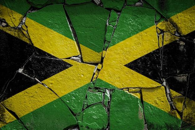 古い石造りの壁にジャマイカの国旗