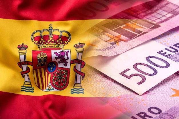 스페인과 유로 지폐의 국기 - 개념. 유로 동전. 유로 돈. 유로화