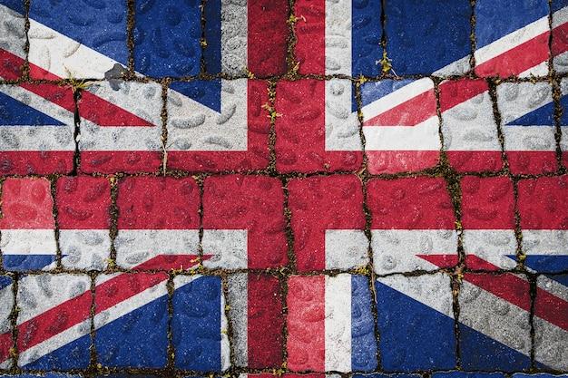 石の壁の背景にイギリスの国旗。石のテクスチャの背景にフラグ。