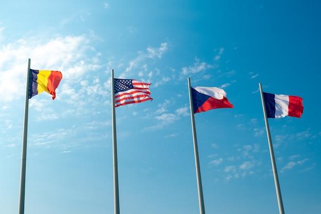 푸른 하늘에 대한 유럽 국가와 미국의 국기