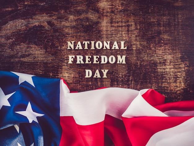 国民の自由の日。美しく、明るいグリーティングカード