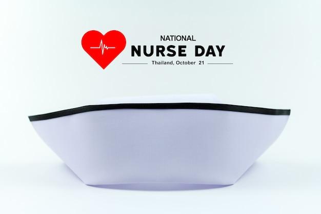 タイの国立看護師の日。ナースキャップユニフォームは白で隔離されています。