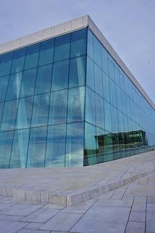 푸른 하늘, 노르웨이에 대 한 국립 오슬로 오페라 하우스. 건물의 세부 사항.