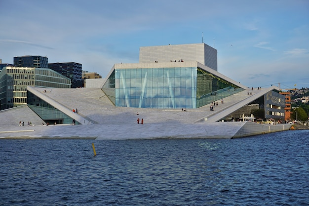 푸른 하늘, 노르웨이에 대 한 국립 오슬로 오페라 하우스.