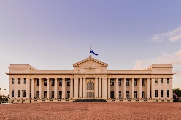 광장 혁명에 위치한 니카라과 마나과의 국립 궁전
