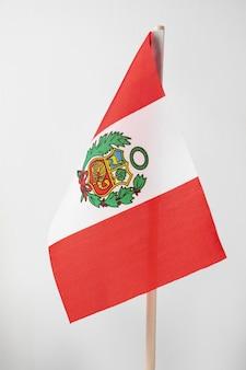 Bandiera nazionale del perù con simbolo