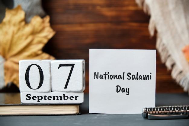 Национальный день салями осеннего календарного месяца сентябрь