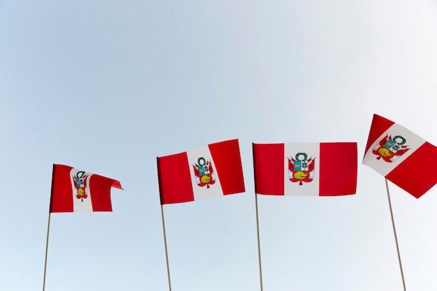 国立シルクペルー旗屋外