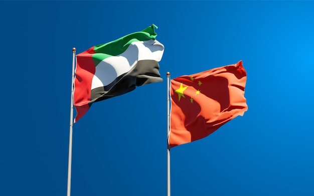 Национальные государственные флаги объединенных арабских эмиратов, оаэ и китая вместе