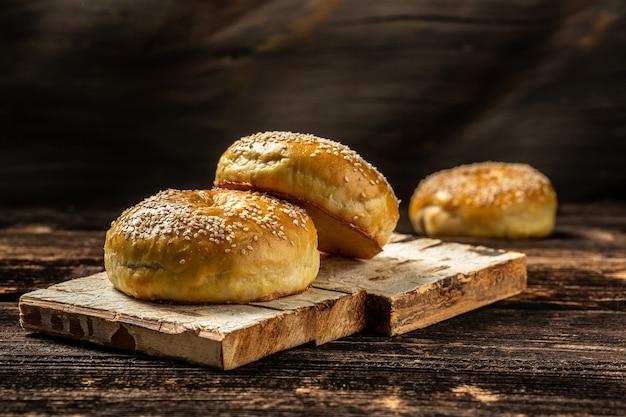 국가 우즈베키스탄 빵 patyr 나무 배경