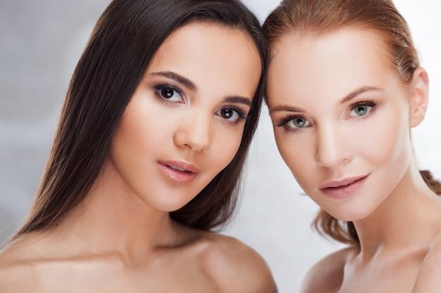 Естественная красота. две разные девушки, портрет красоты.
