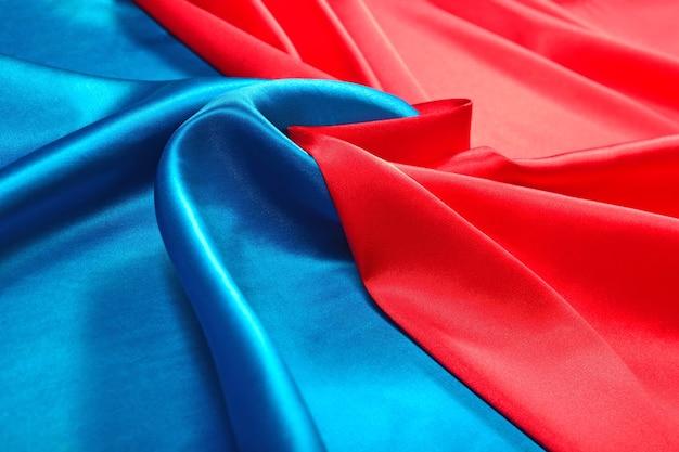 Натуральная синяя и красная текстура атласной ткани