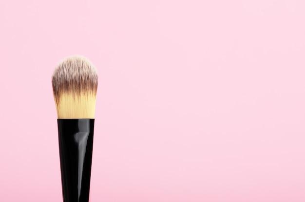 Кисточка natural для нанесения косметического средства. оборудование для теней или тонального крема.