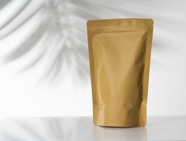 Продукт в стоячем мешочке естественного цвета