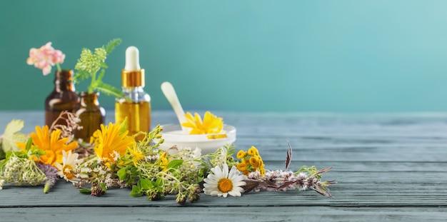 Натуральная косметика из растительных ингредиентов на синем