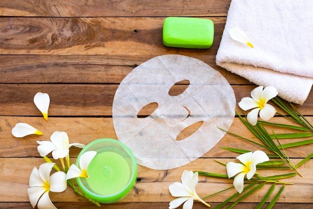 自然派化粧品ハーブアロマシートマスク、心地よいジェルと石鹸