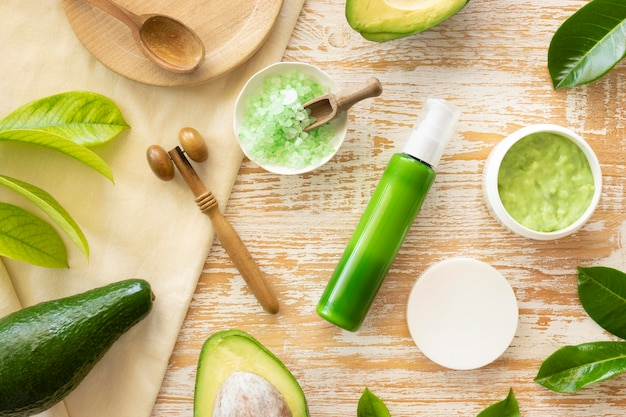 自然の緑のアボカド製品の美しさと健康スパのコンセプト