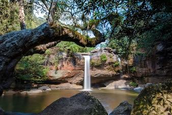 Природный водопад Хью Суват