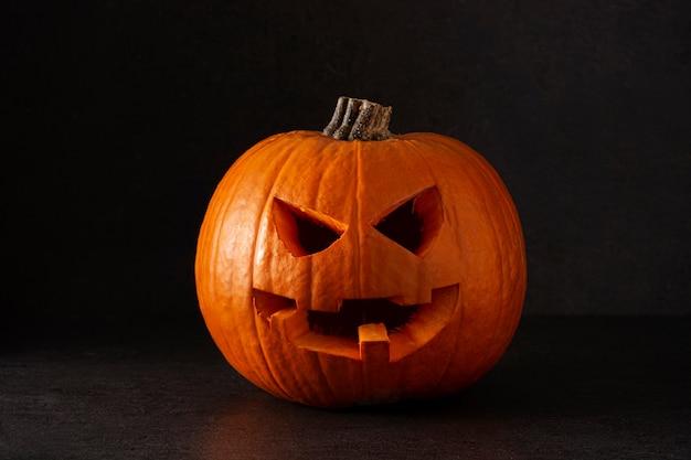 Натуральная тыква хэллоуин, изолированные на черном фоне