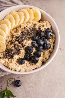 Натуральные полезные десерты с фруктами и злаками